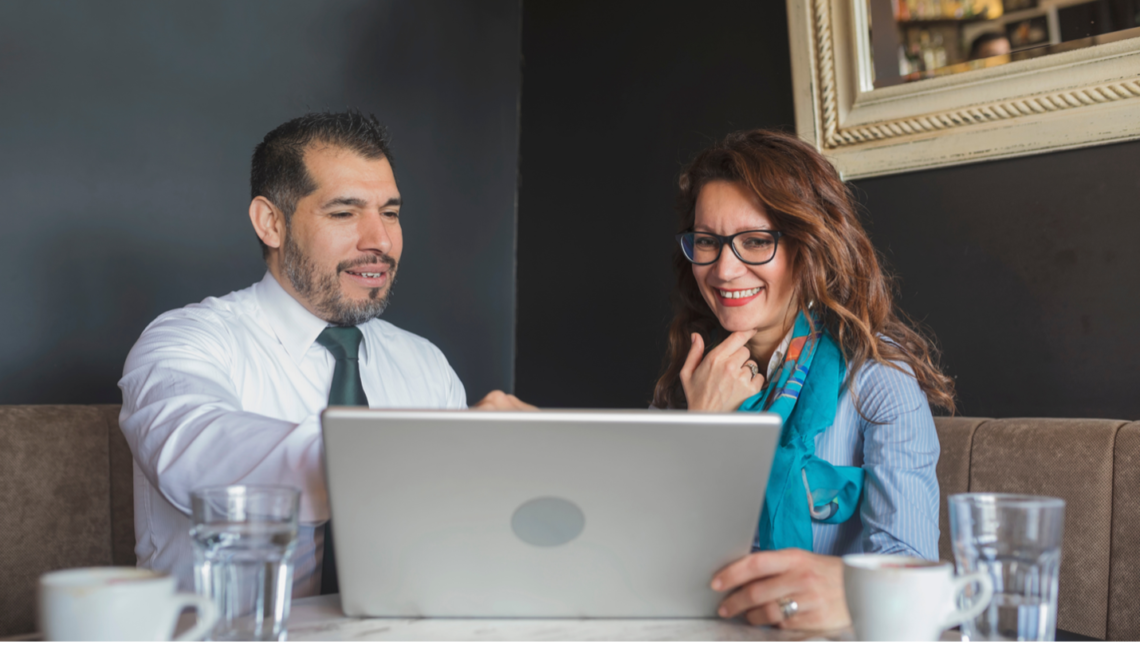 A franchise business consultant working with a franchisee